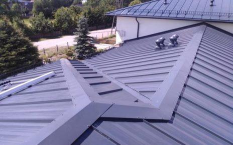 O czym należy pamiętać przy renowacji dachu z blachy?